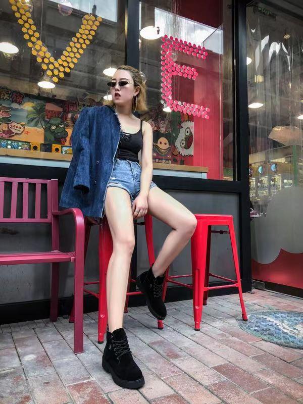 嗨团团购女款马丁靴36.jpg