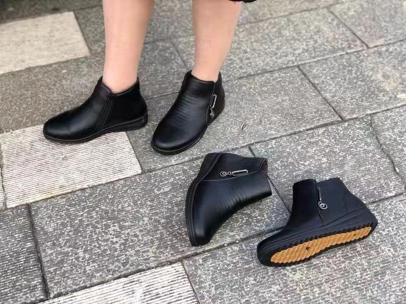 嗨团新款秋冬加棉妈妈皮鞋85.jpg