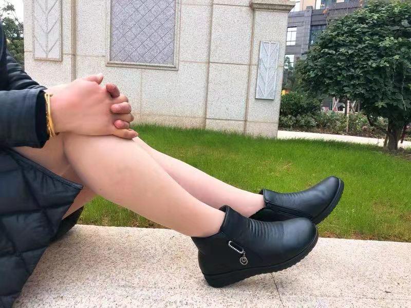 嗨团新款秋冬加棉妈妈皮鞋86.jpg